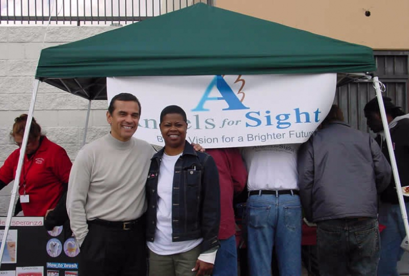 Angels for Sight Founder Shea Hamilton with Los Angeles Mayor Antonio Villaraigosa